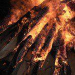 Nach der Kräuterwanderung dürfen sich die Teilnehmerinnen und Teilnehmer auf echte Lagerfeuer-Romantik freuen.