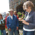 Sandra Schulte-Braun (rechts) führte wie gewohnt auf informative Art und Weise durch die Tier- und Pflanzenwelt in der Stadt Olpe.